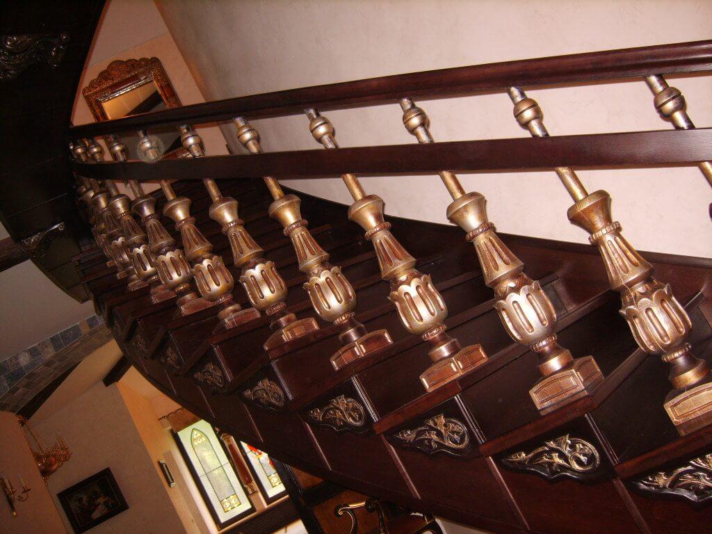 Комплектующие к лестницам